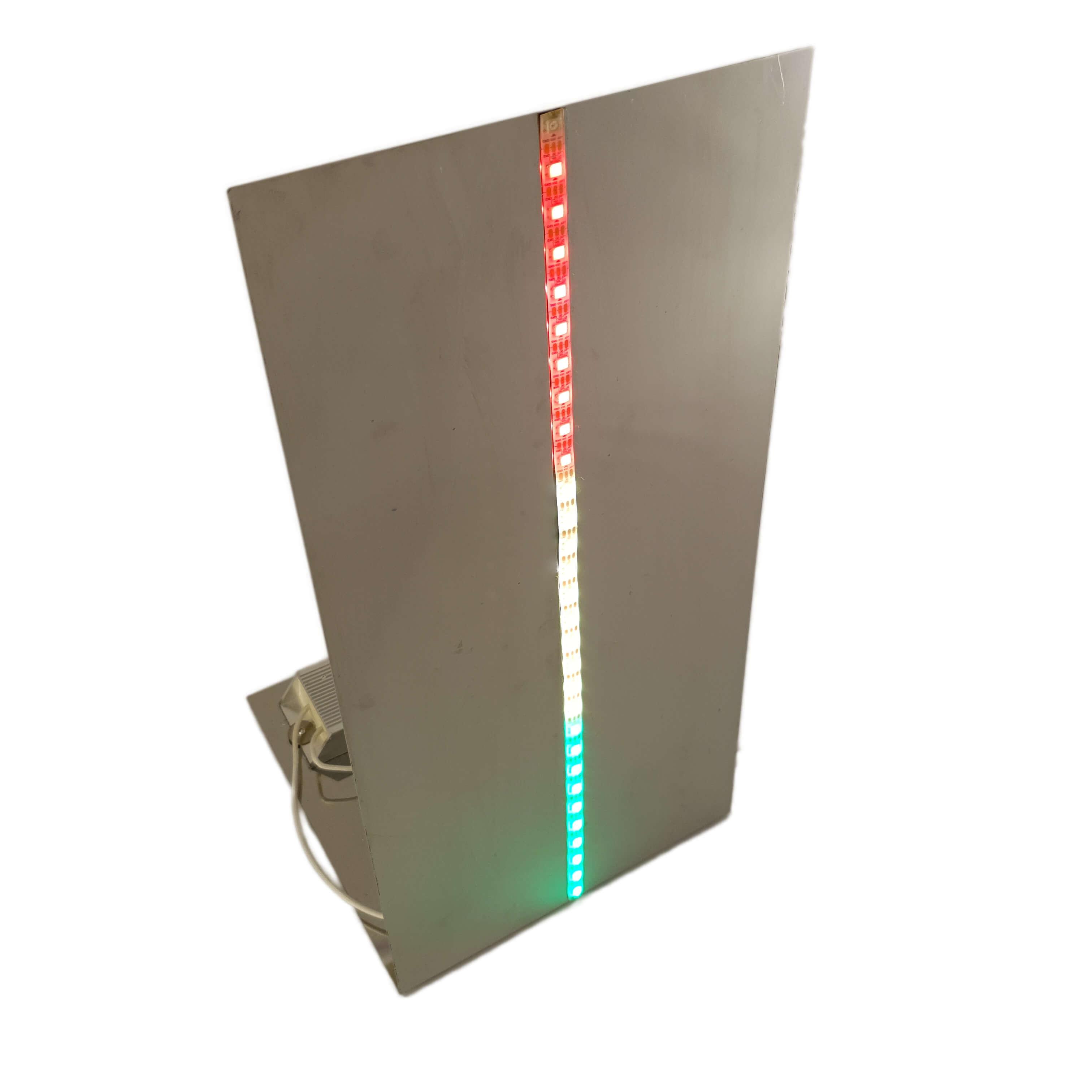 Der Tret-den-Lukas spielt auf eine Jahrmarktattraktion, den Hau-Den-Lukas an. Die Leistung wird über einen Widerstand abgenommen und über 30 LEDs visualisiert.